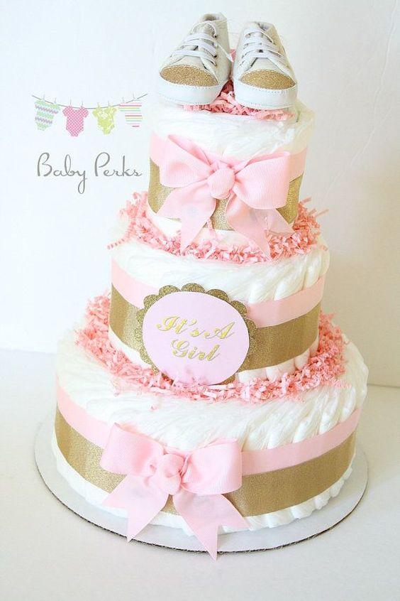 bolo de fraldas para cha de bebe rosa