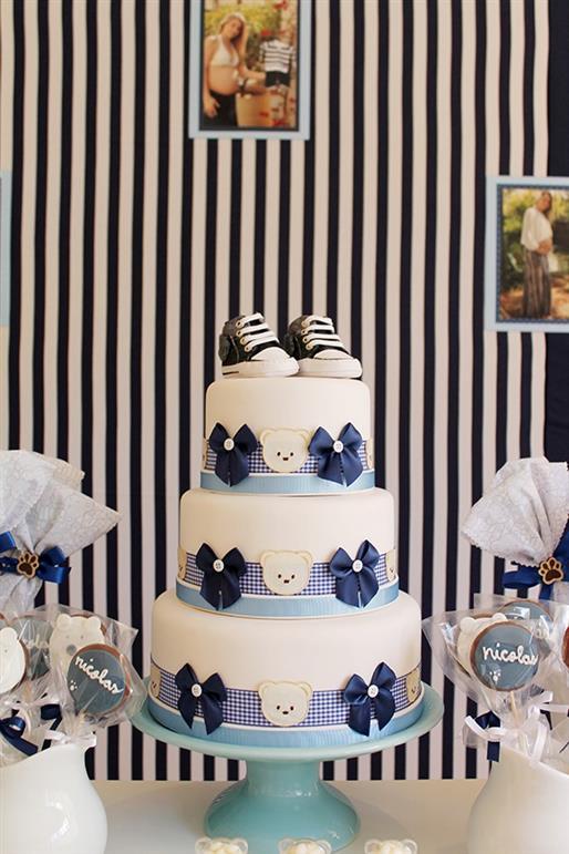 bolo de cha de bebe azul e branco