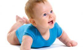 Cuidados quando o bebê começa a engatinhar