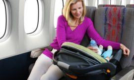Cuidados para viajar de avião com o bebê