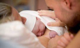 Quem pode acompanhar o parto do bebê? Confira a lei completa