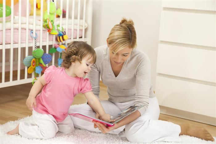 mae e filha no quarto