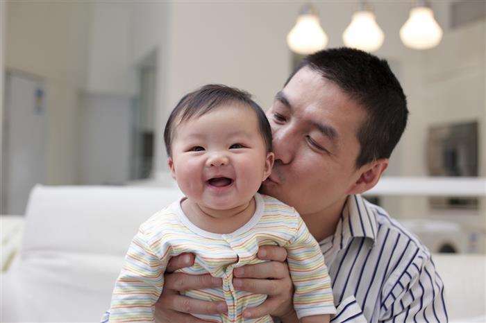 bebe coreano com o pai