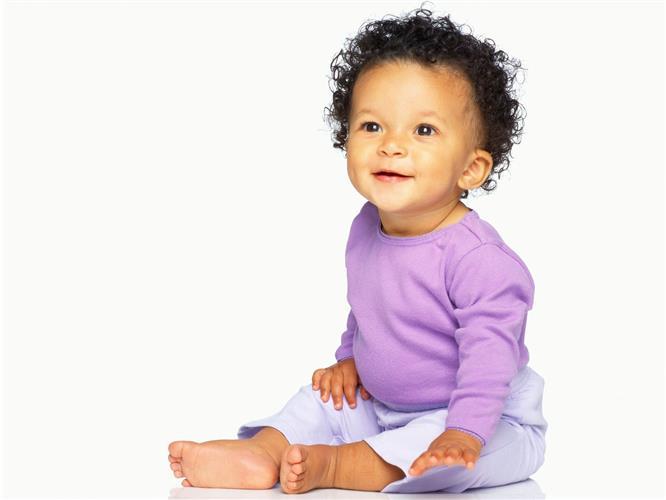 bebe moreninho de calça