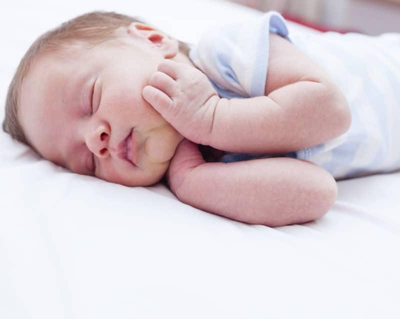 You are currently viewing Dicas para fazer bebê dormir a noite inteira