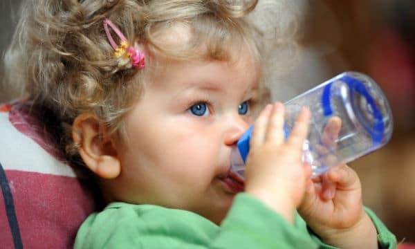 You are currently viewing A partir de quando devo oferecer água para o bebê?