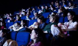 Salas de cinema para mamãe e bebê: conheça o cinematerna