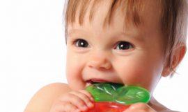 Como aliviar dores dos primeiros dentinhos do bebê