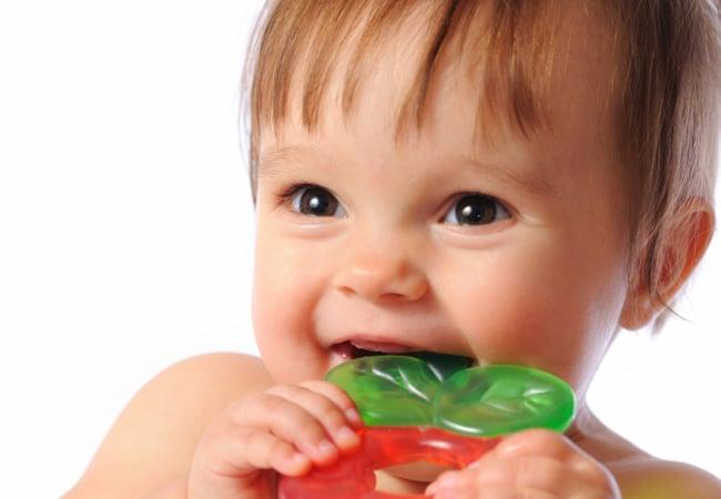 You are currently viewing Como aliviar dores dos primeiros dentinhos do bebê