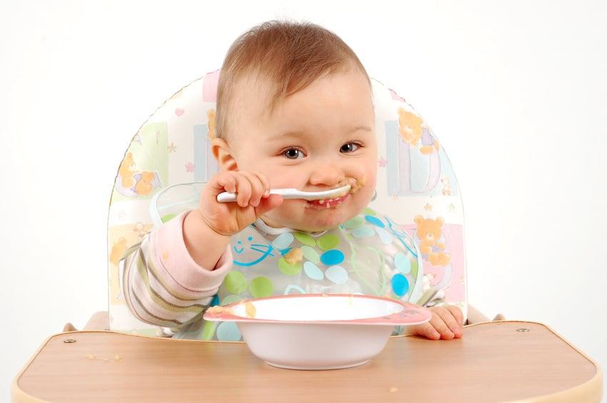 You are currently viewing Dicas para ensinar o bebê a se alimentar sozinho