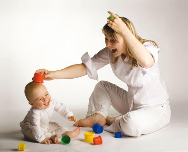 limpando o brinquedo do bebe