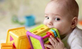 Como limpar os brinquedos do bebê