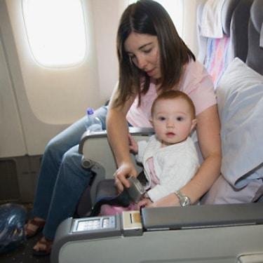 You are currently viewing Viajando de avião com o bebê: principais cuidados