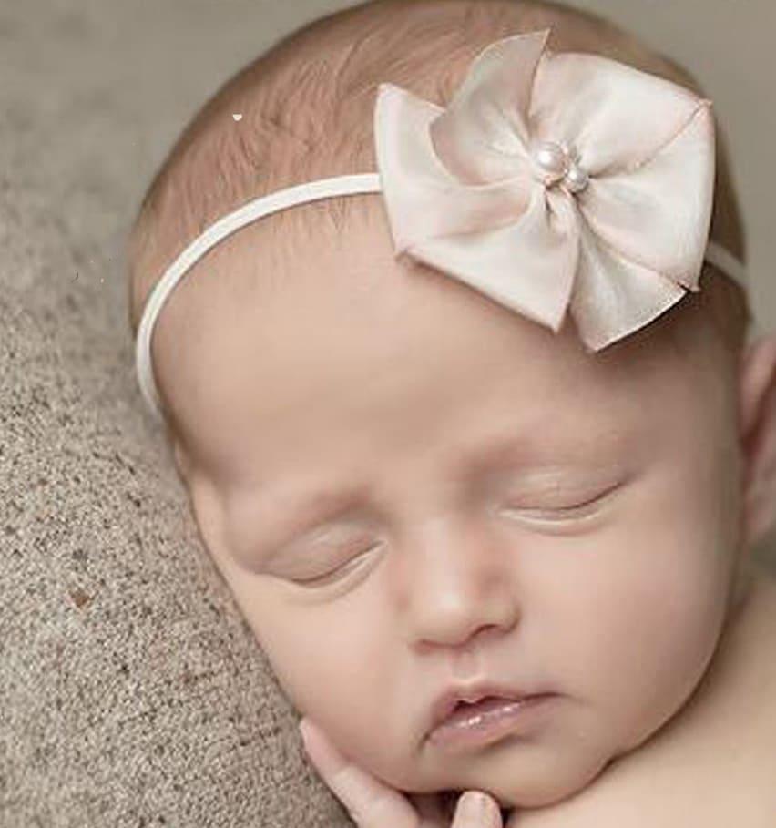 Enfeites de cabelo para o bebê. (Foto: Divulgação).