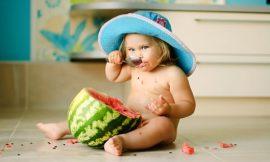 4 papinhas e sucos para refrescar os bebês no verão