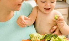 Como cuidar da alimentação de bebês vegetarianos