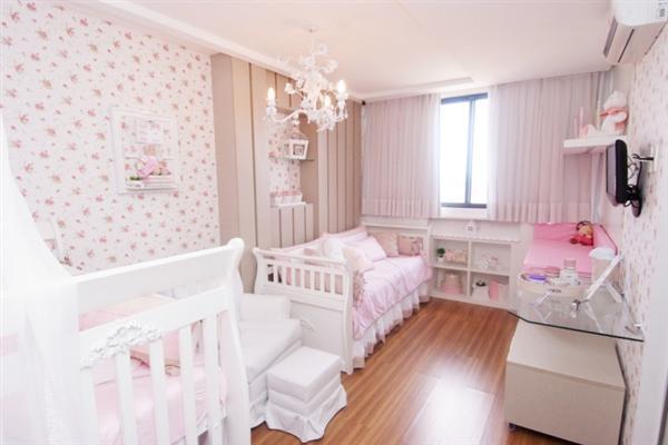 Cores claras para o quarto do bebê. (Foto: Divulgação).