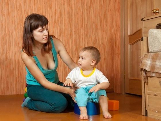 You are currently viewing Em que fase ensinar o bebê a usar o troninho?