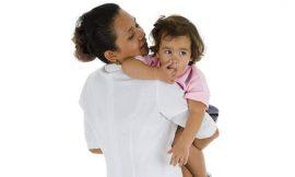 Conheça os deveres legais da babá do seu bebê