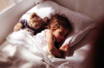 You are currently viewing Como fazer o bebê passar a dormir na cama