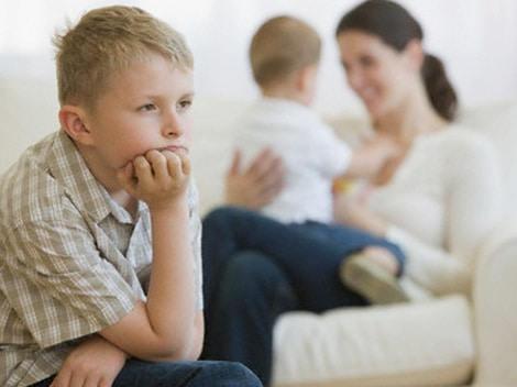 You are currently viewing Como lidar com o ciúme do filho mais velho com o bebê