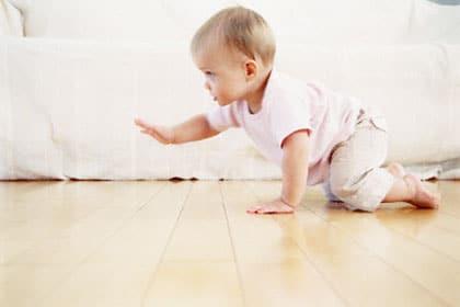 You are currently viewing Com quantos meses o bebê começa a engatinhar?