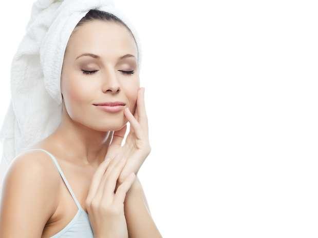 You are currently viewing Como fazer limpeza de pele durante a gestação