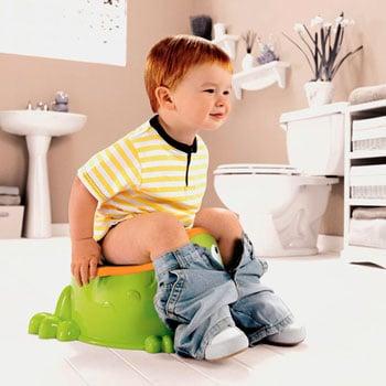 You are currently viewing Como ensinar o bebê a usar o troninho ou vaso