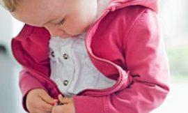 Quando começar a incentivar o bebê a se arrumar sozinho?
