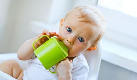 You are currently viewing Cuidados básicos com o bebê durante o desmame