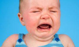 O que fazer quando o bebê cair da cama?