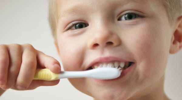 Read more about the article Escova dental ideal para bebês