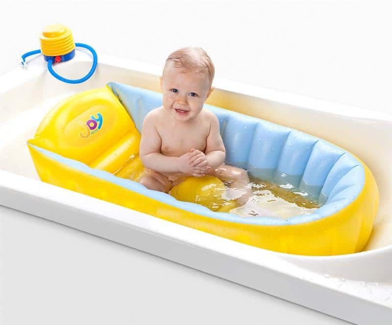 Read more about the article Como escolher a banheira ideal para o bebê
