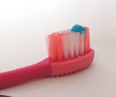 Read more about the article Qual creme dental usar em crianças?