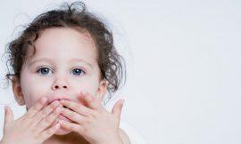 O que fazer quando uma criança engole uma moeda?
