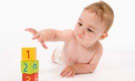 Quando o bebê começa a segurar as coisas?