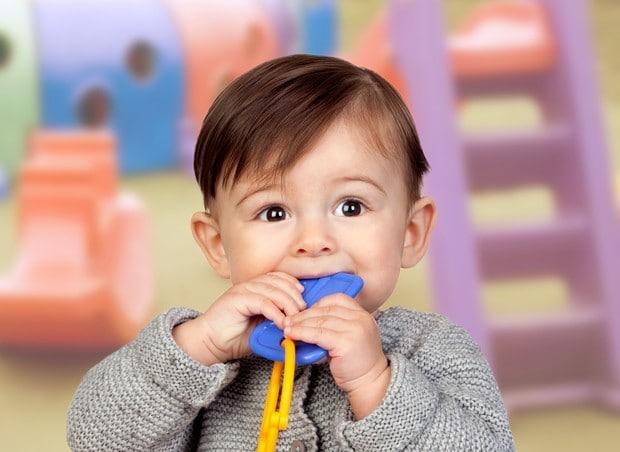 You are currently viewing O que fazer se o bebê engolir um objeto?