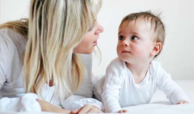You are currently viewing O que fazer quando o bebê não presta atenção aos sons