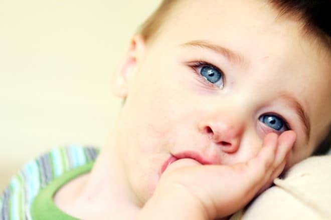 You are currently viewing Dicas para ajudar o bebê a parar de chupar dedo