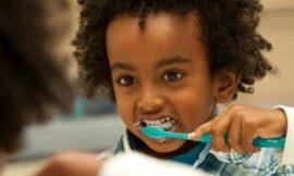 Como não descuidar da saúde bucal das crianças nas férias