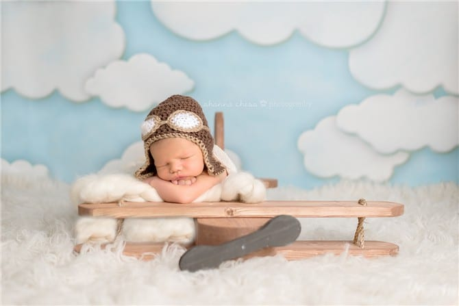 You are currently viewing Com quantos dias o recém-nascido pode viajar de avião?