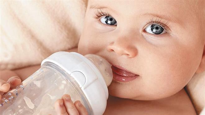 You are currently viewing Dicas para o bebê pegar a mamadeira rápido