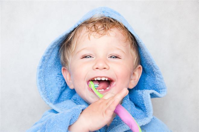 Read more about the article Quando o bebê pode usar creme dental com flúor?