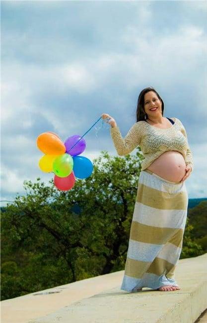 Esta é a mamãe do Heitor, a gravidíssima Ana Cristina Bites.
