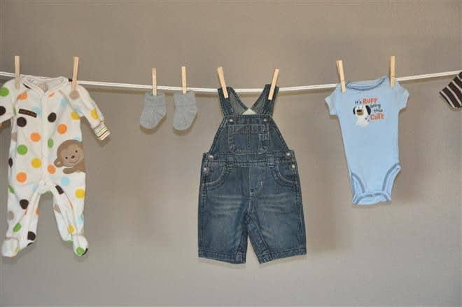 Read more about the article Cuidados especiais para as roupas do bebê