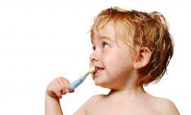 Cuidados com os dentes do bebê até 2 anos
