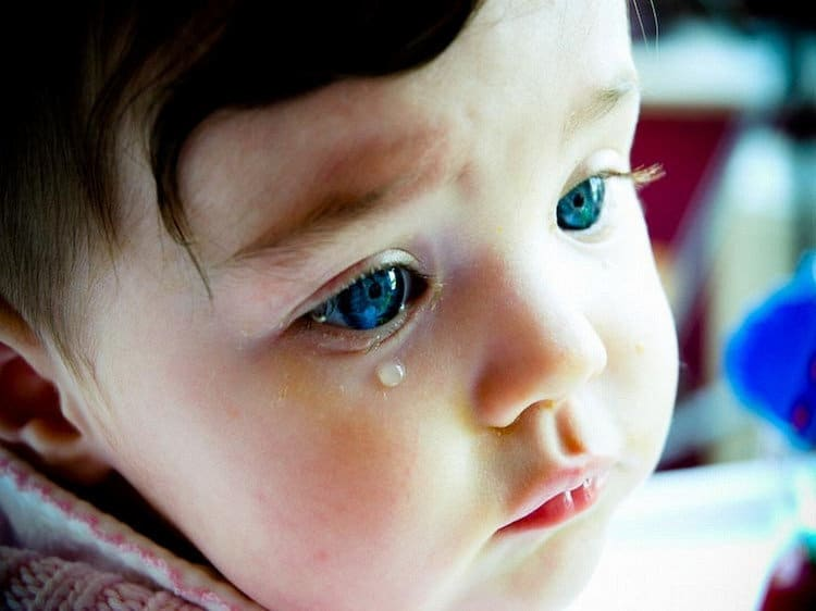 You are currently viewing É normal o olho do bebê ficar lacrimejando?