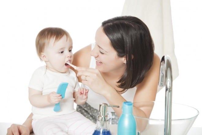 Read more about the article Como limpar a escova de dente do bebê