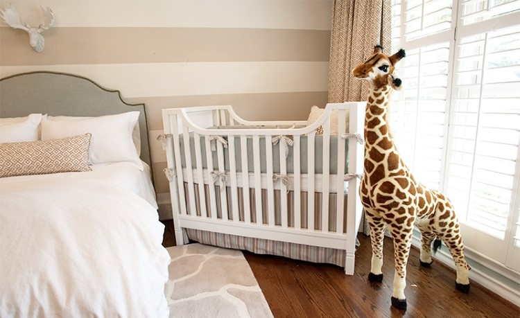 berço do bebe no quarto da mamãe