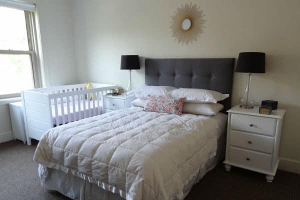 como adaptar o quarto do bebe no quarto do casal